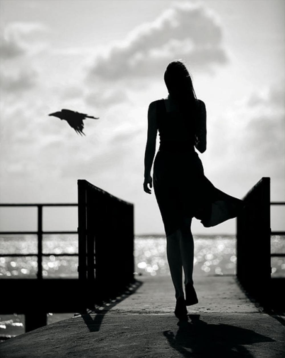 Naine, lind ja vari